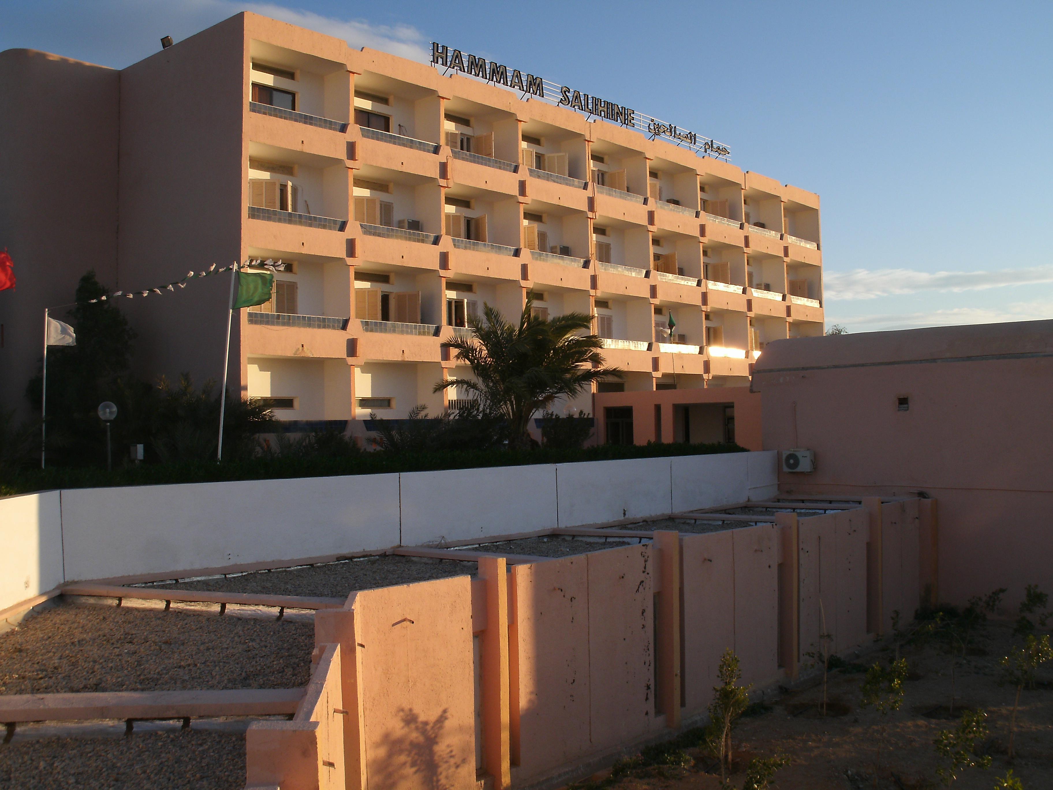 Complexes en alg rie complexe touristique hamma salihine for Les prix des hotel